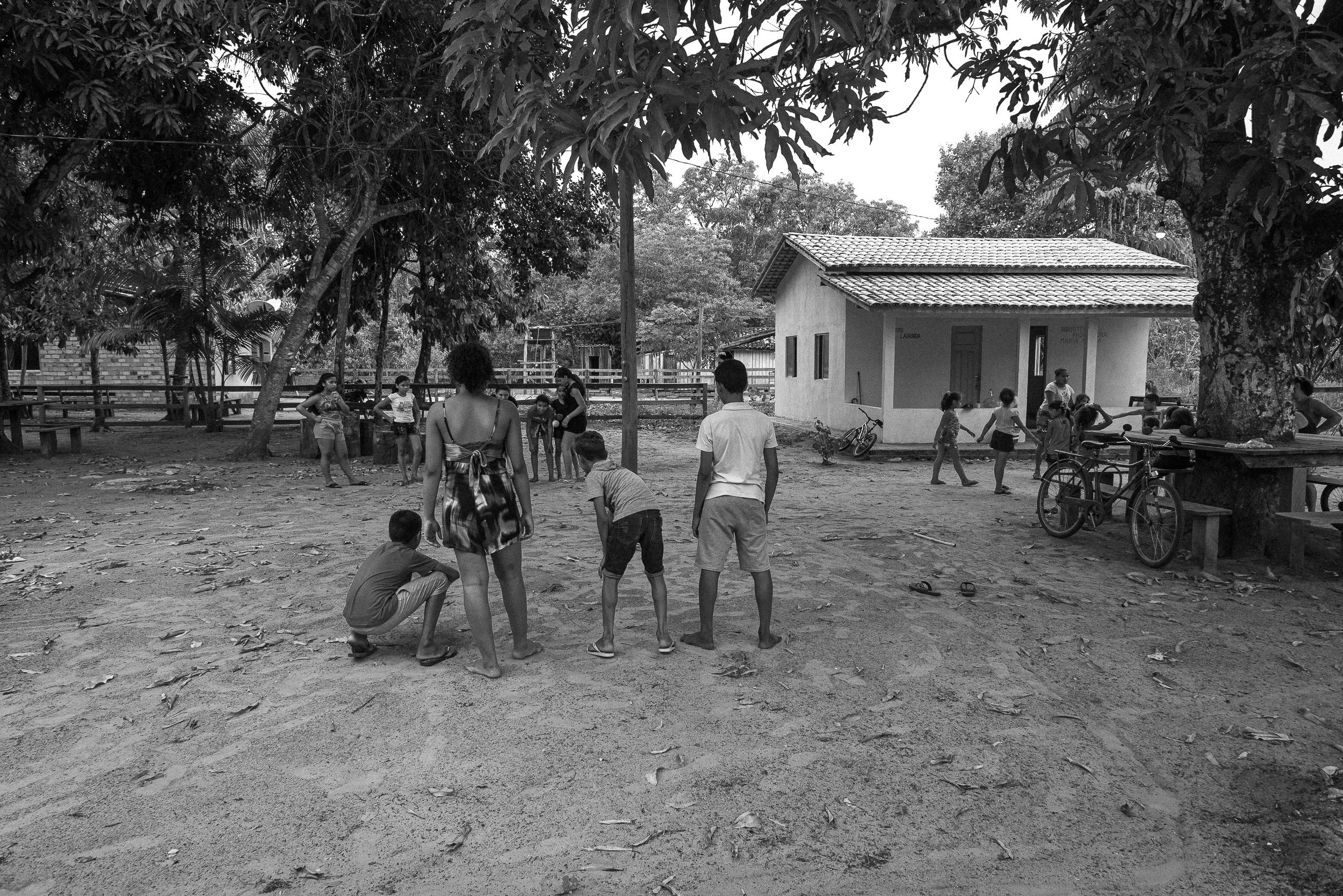 Crianças quilombola brincando