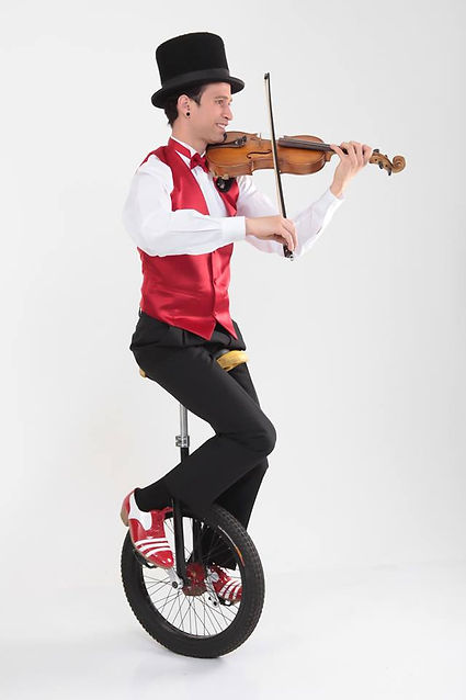 Juggler jefferson freire playing violin on unicycle.