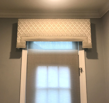 Cornice with Contrast Banding