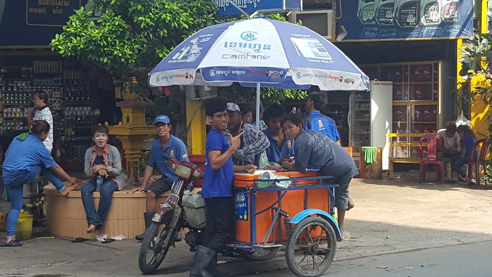 Der typische Eisverkäufer...sehr beliebt bei Kambodschanern