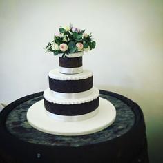 Naked traditional fruit cake