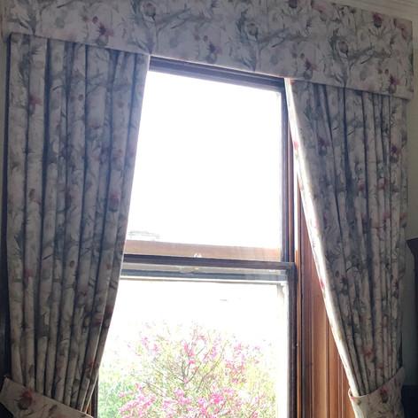 Curtains & Pelmet