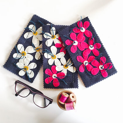 PINK & WHITE DAISY SUNGLASS CASE KIT