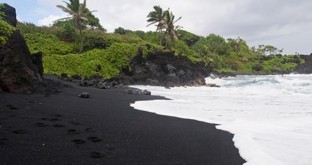black-beach-4-620x328