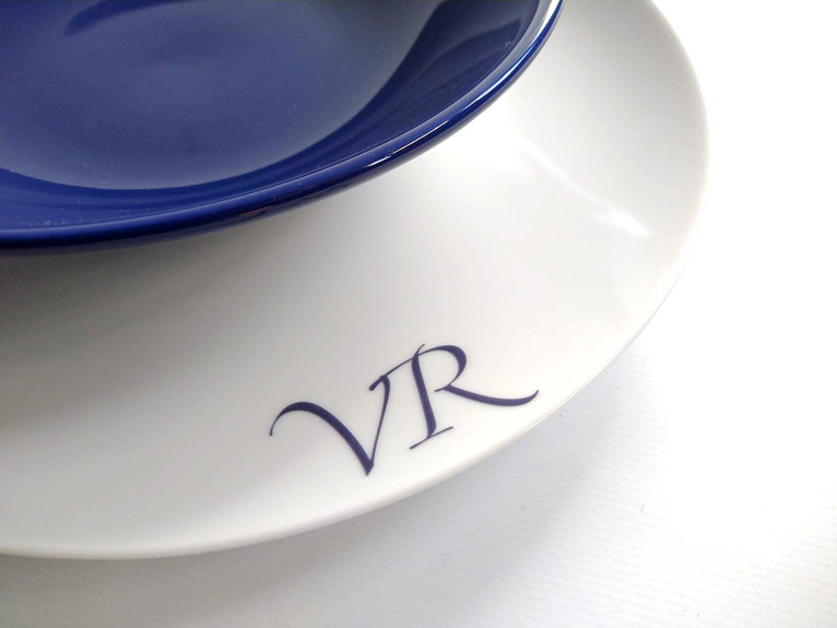Vajilla personaliza con iniciales