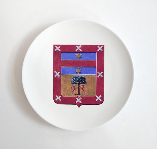 Plato con escudo