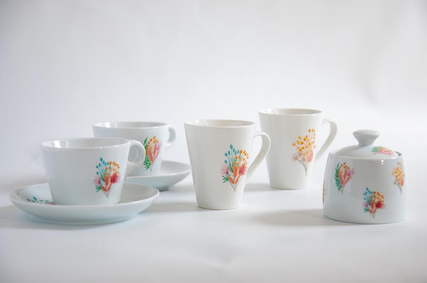 Juego de té y cafe con motivos florales