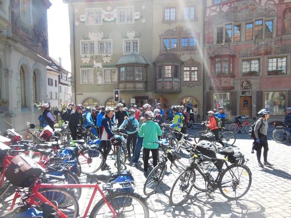 Zastavenie v meste Stein am Rhein - e-biky vpravo