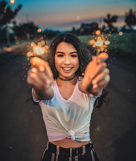 woman-holding-sparklers-2099116_edited_e