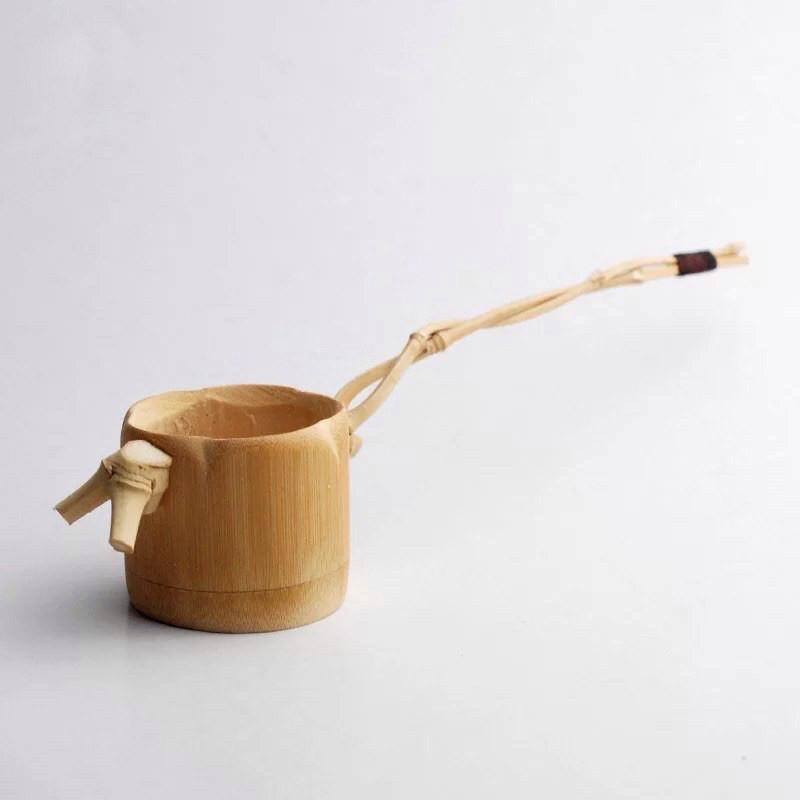 Teefilter (Chalü) aus Bambus: Dieser Filter wird beim Ausgießen benutzt, um kleinste Teile von Teeblättern zurückzuhalten.