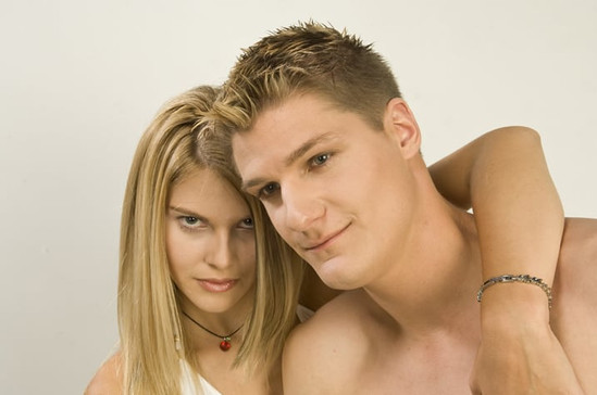 byTun_contradictions_couple_blond8_galle