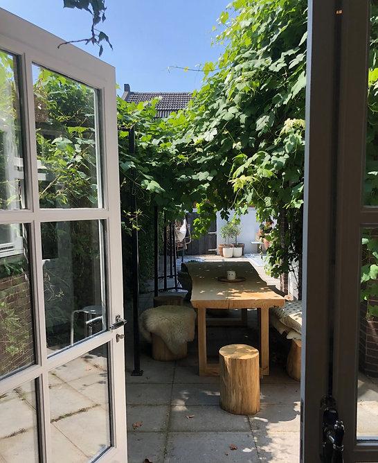 tuinarchitect regio Rotterdam, tuinarchitect regio zeeland, tuinarchitect met plantenkennis, ecologische tuinarchitect, tuinarchitect met een piet oudolf stijl, plantenkennis, beplantingsplannen, vaste planten en siergrassen, de landschappelijke tuin, tuinontwerp in schoondijke, studio linda lavoir, familie tuin, bedrijfstuin, druivenplant