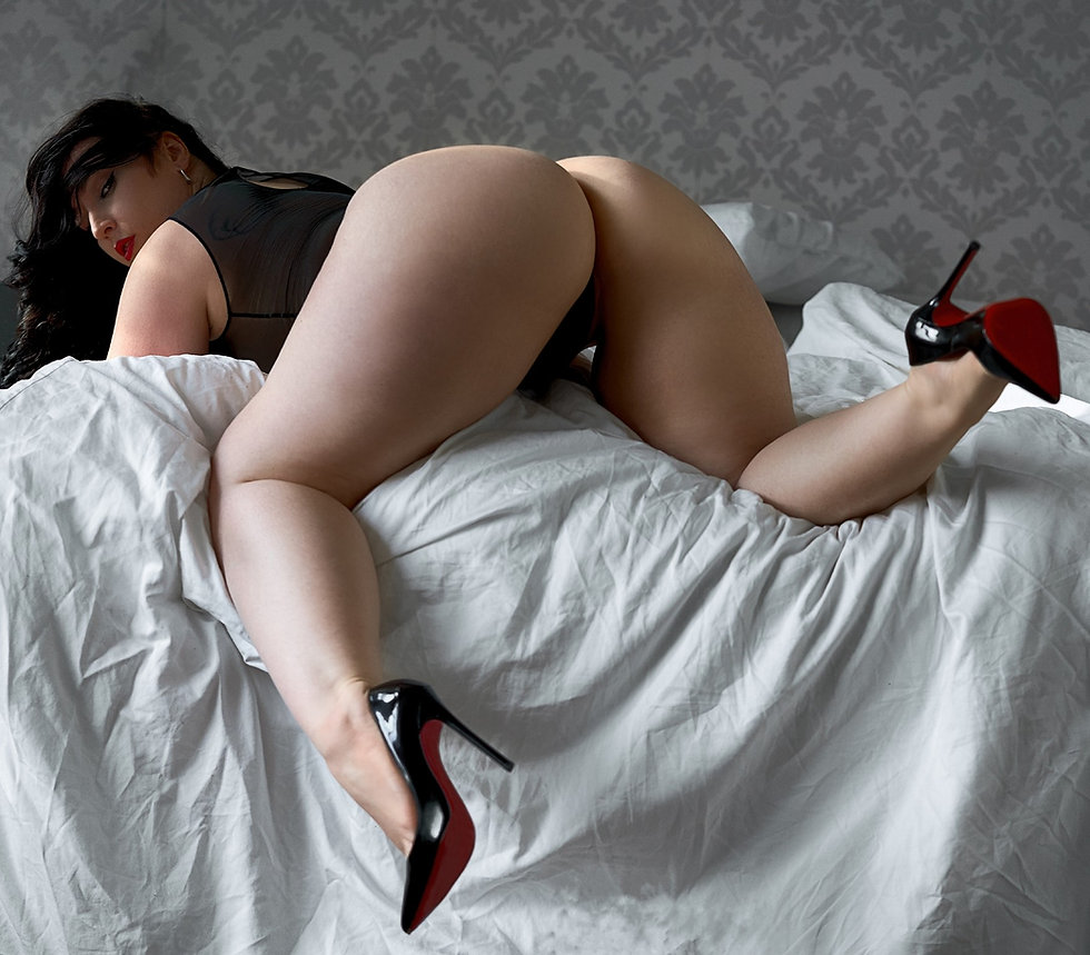 Genevieve Marceau, Curvy Montreal Courtesan, Fly me to you