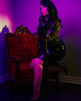 Ottawa Domme Latex & Leather
