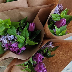 Mixed lilac bouquets are available on th
