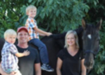 Familie1_edited.jpg