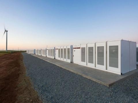 Tesla cumpre promessa e entrega maior bateria do mundo à Austrália