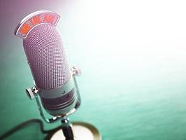 65586362-レトロな古いマイク空気上のテキスト。ラジオ番組やオーディオ-ポ