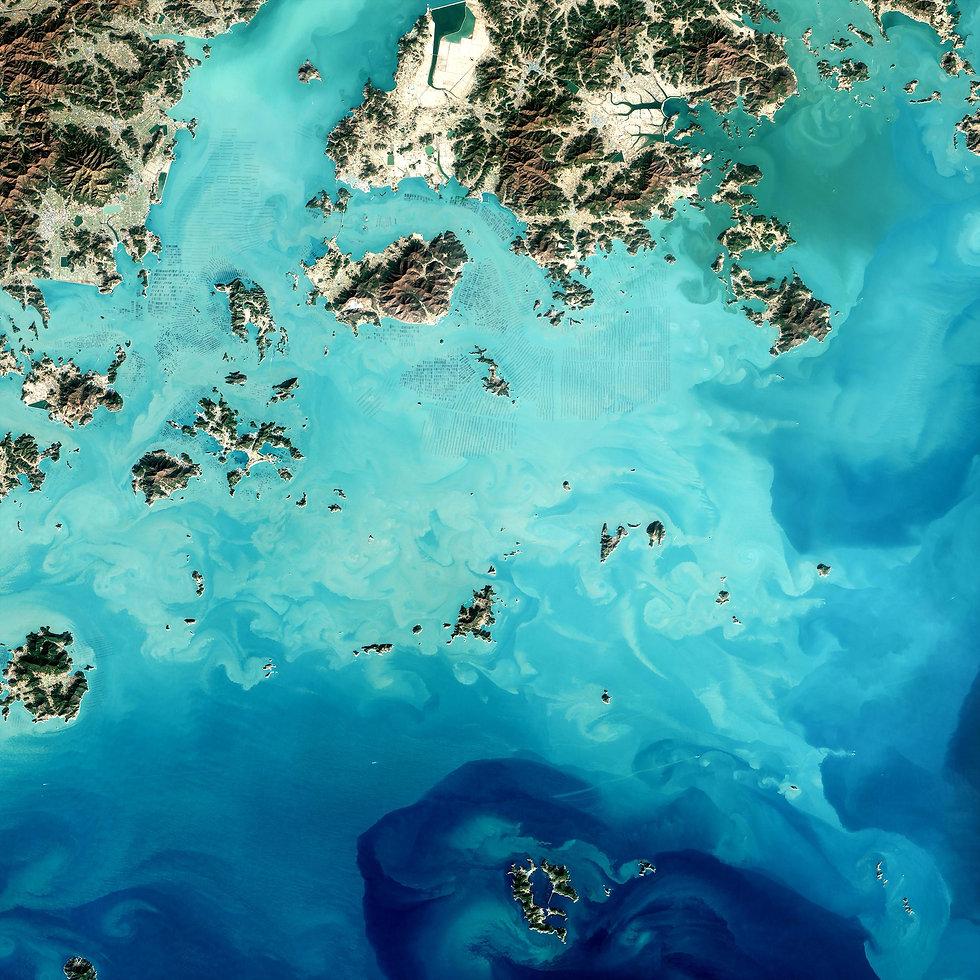 A blue ocean image