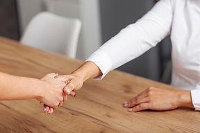 acordo-de-handshake-de-negocios-de-alto-