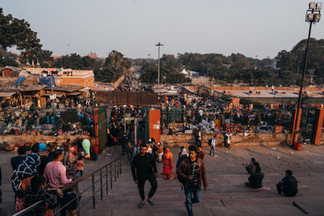 Indie, Delhi, muslimové míří do mešity