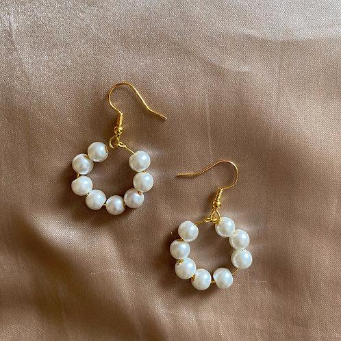 Pretty Pearl Hoops