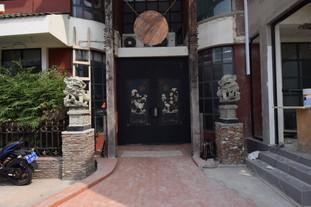 noble-house-chinese-restaurant-entrance