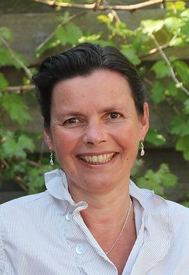 vrouwelijke osteopaat en VLOW borsteweefseltherapeut Marga van Genderen