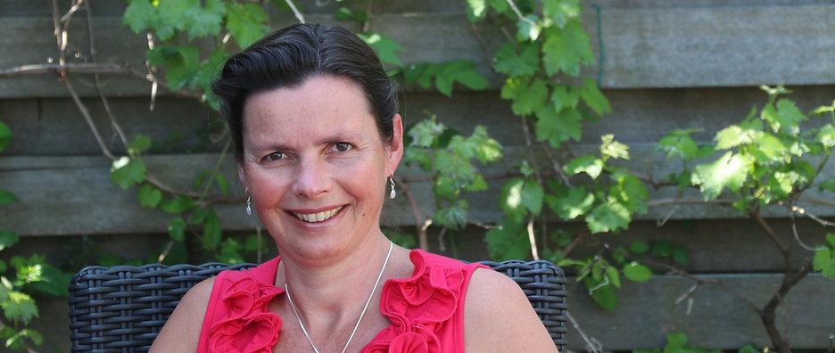 vrouwelijke osteopaat en VLOW borstweefseltherapeut Marga van Genderen