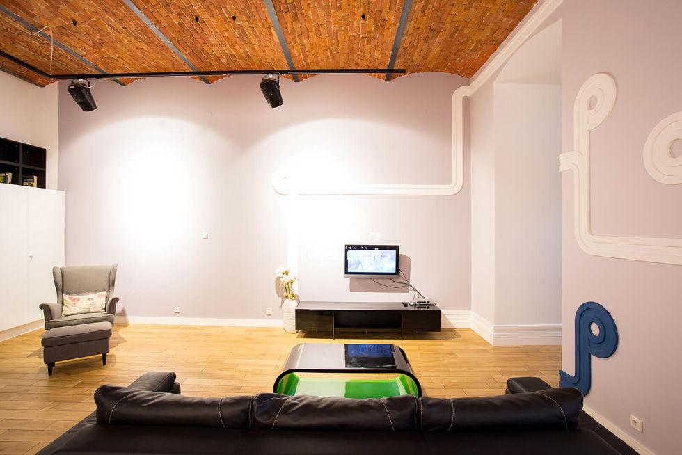Декоративный кирпич на потолке