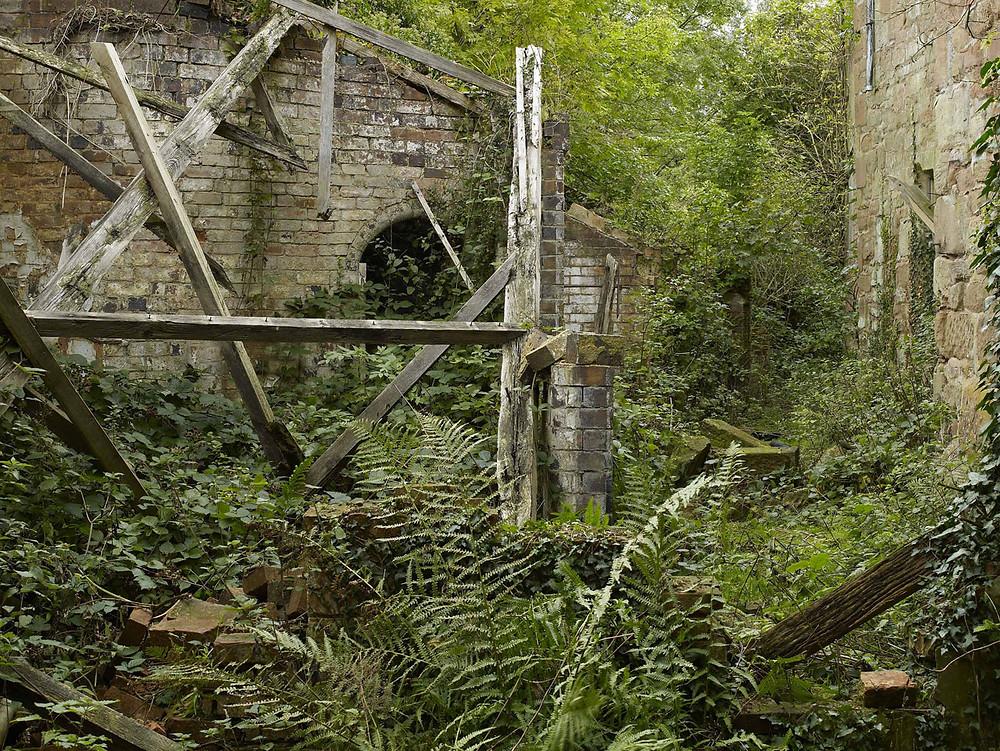 старые стены замка до реставрации