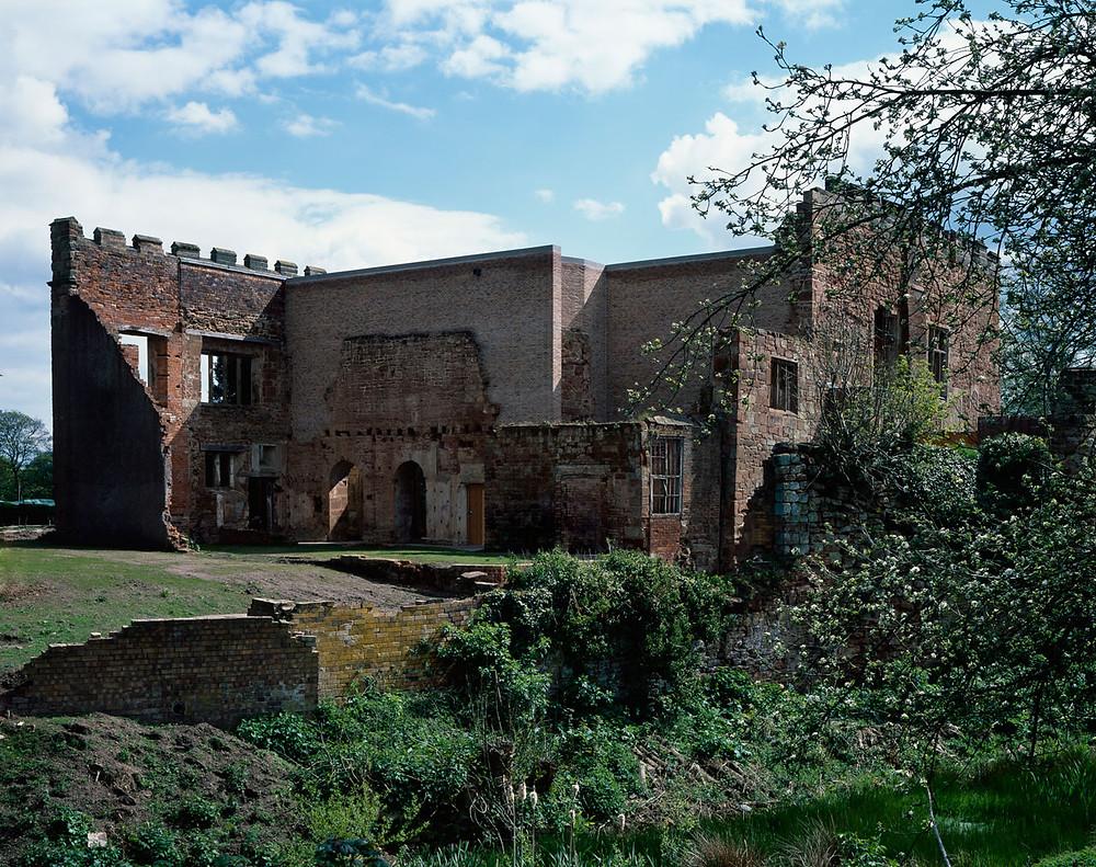 замок после проведения реставрационных работ