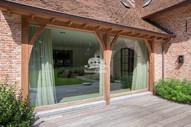 Натурально состаренная поверхность великолепно выглядит с различными другими декоративными элементами.