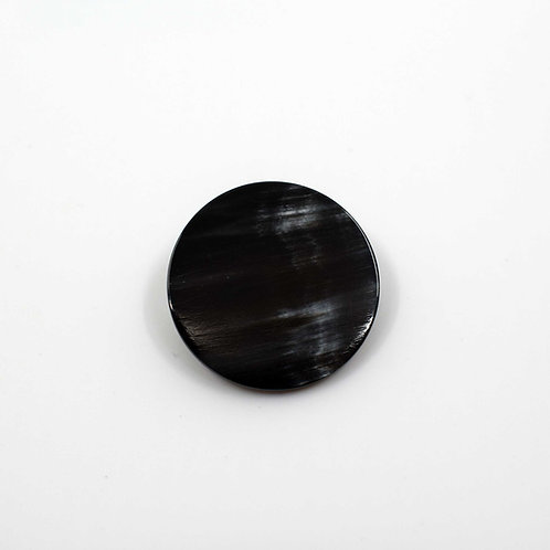 Broche ronde en corne noire (ref. br7)