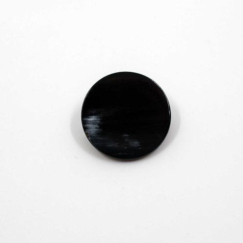 Broche ronde en corne noire (ref. br9)
