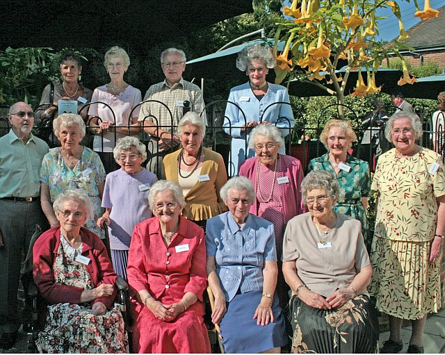 dengate_family_reunion_2008_cousins.jpg