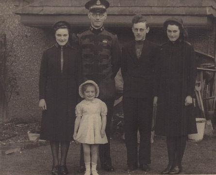 1941_eveline_family.jpg
