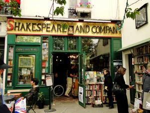La storia di Shakespeare and Company : un cuore di anglicità nel cuore di Parigi.