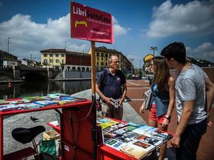 Luca Santini : il libraio itinerante di Milano. Quando i grandi colossi distruggono le piccole libre