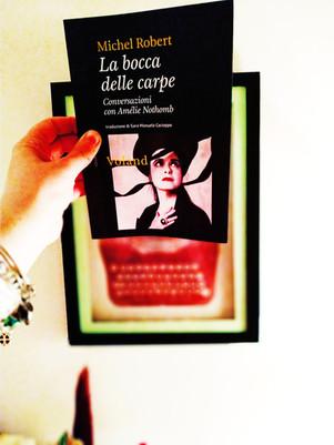 La bocca delle carpe. Conversazioni con Amélie Nothomb - di Michel Robert