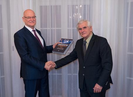 Významný knižný elaborát vedca a podnikateľa Štefana Kassaya u veľvyslanca RF v SR A. Fedotova