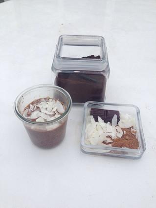 Badem Sütü, Kahve, Ham Kakao ile Chia Puding