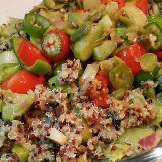 Haslanmis sebzeli kinoa salatasi