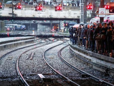 Quinto dia de greve deixa Paris sem transporte público e congestionada