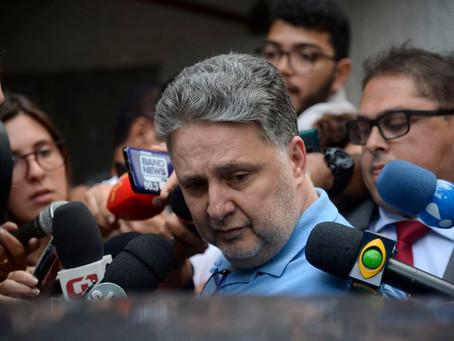 Ex-governadores Rosinha e Garotinho são soltos no Rio