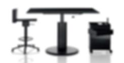 Dieser flexibel einsetzbare Tisch ist als Couch- sowie Esstisch nutzbar. Durch den pneumatisch höhenverstellbaren Fuß aus Aluminium kann der 360° TISCH von MAGIS ganz den individuellen Bedürfnissen angepasst werden. Die Tischplatte aus MDF ist in hellgrau und schwarz lieferbar.