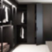 STORAGE beinhaltet ein Kleiderschranksystem, erhältlich mit Schiebe-, Dreh- und Flügeltüren. Die Inneneinteilung ist völlig individuell zu gestalten. Der Korpus ist in einer Vielzahl von Lackierungen lieferbar, matt oder hochglänzend.