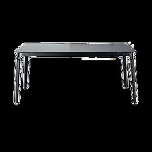 Dieser filigrane Esstisch von MAGIS mit Beinen aus massiver Buche, naturfarben oder lackiert, kann endlos in die Breite angebaut werden. Die Tischplatte vom STEELWOOD TABLE ist aus weissem oder schwarzem HPL, 12 mm stark. Die Verbindungsgelenke sind aus Stahlblech, polyesterlackiert.