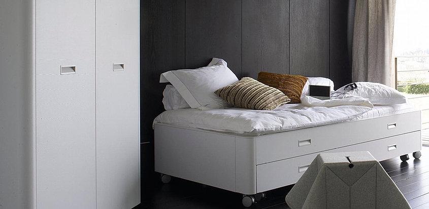 ligne roset schrank travel. Black Bedroom Furniture Sets. Home Design Ideas