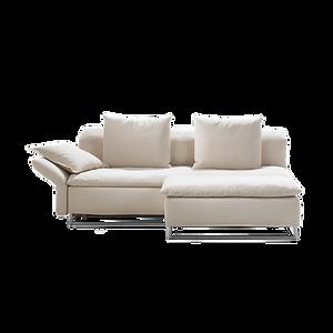 Wunderschön leger verarbeitetes Sofa, dass zum entspannten Liegen und Loslassen einlädt. Isla lässt im Baukastensystem fast keine Wünsche offen. Ob als Einzelsofa, Sessel oder Eckgruppe ist es schnell zu einem Bett verwandelbar. Die Rückenkissen sowie Sitz- und Rückenauflage sind grundsätzlich abzuziehen, gegen Aufpreis auch komplett abnehmbar. Die Armlehnen sind klappbar, feststehend oder als breite Version mit integriertem Stauraum erhältlich. Ein passender Hocker rundet das Baukastensystem ab.